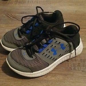 Boys tennis shoes 12